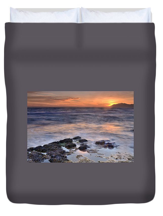 Seascape Duvet Cover featuring the photograph Life On The Rocks by Guido Montanes Castillo