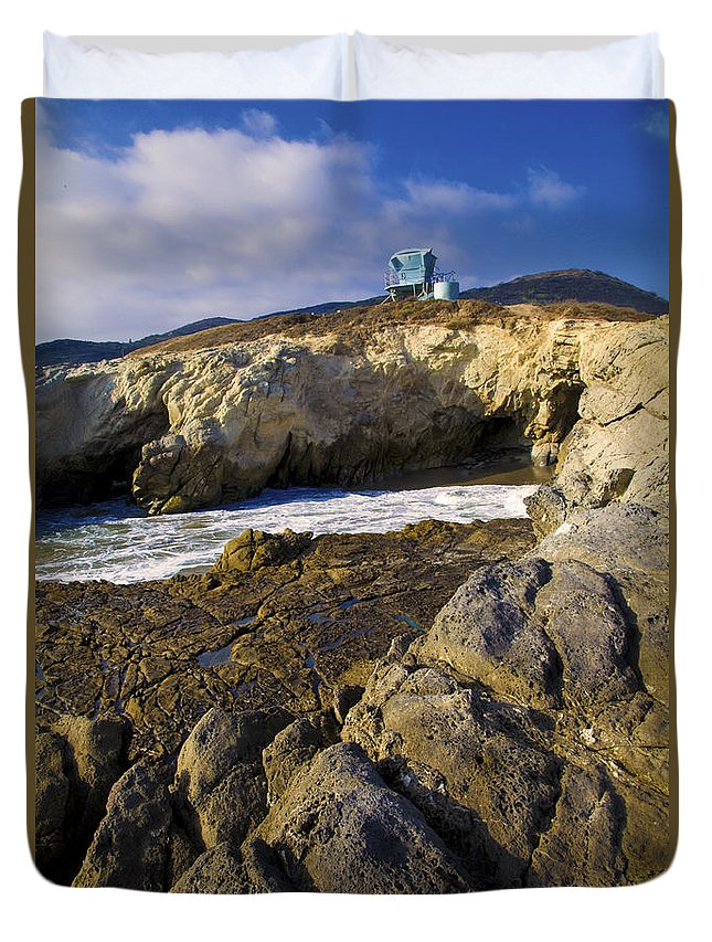 California Duvet Cover featuring the photograph Lifeguard Tower On The Edge Of A Cliff by David Millenheft