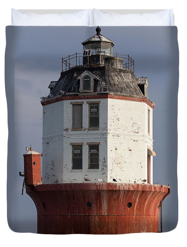 Bay Duvet Cover featuring the photograph Lighthouse 1 by Leah Palmer