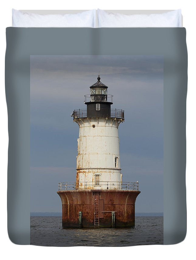 Bay Duvet Cover featuring the photograph Lighthouse 3 by Leah Palmer