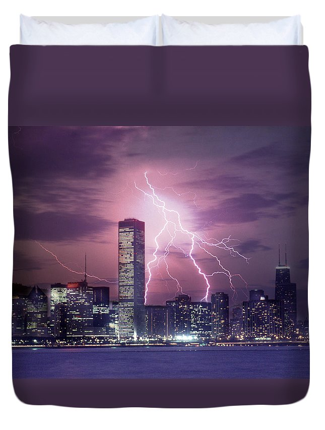 Scenics Duvet Cover featuring the photograph Lightning Striking Chicago Skyline by Lyle Leduc
