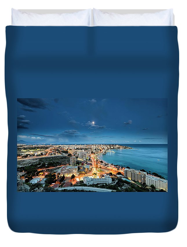 Built Structure Duvet Cover featuring the photograph Lights In The City by Photographer Of The World