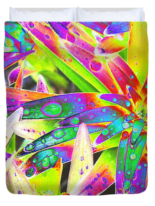 Lily Duvet Cover featuring the digital art Lily Leaves Raindrops by Carol Lynch
