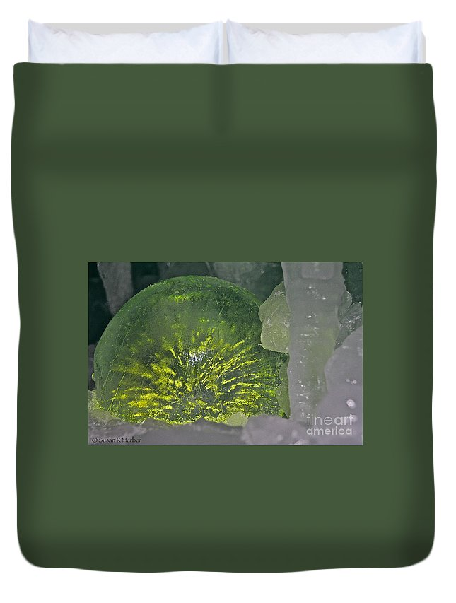 Ice Duvet Cover featuring the photograph Limon Arcs by Susan Herber