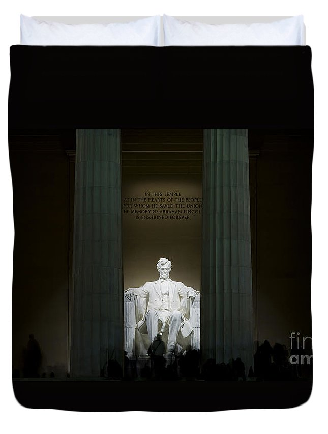 Abraham Duvet Cover featuring the photograph Lincoln Memorial At Night by B Christopher