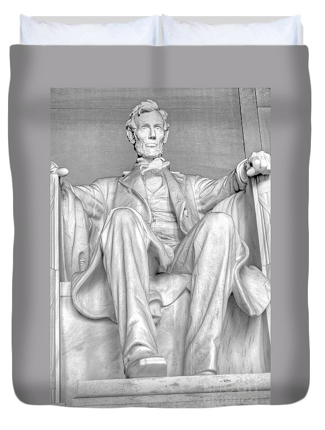Lincoln Memorial Duvet Cover featuring the photograph Lincoln Memorial Black/white Hdr by Ken Killion