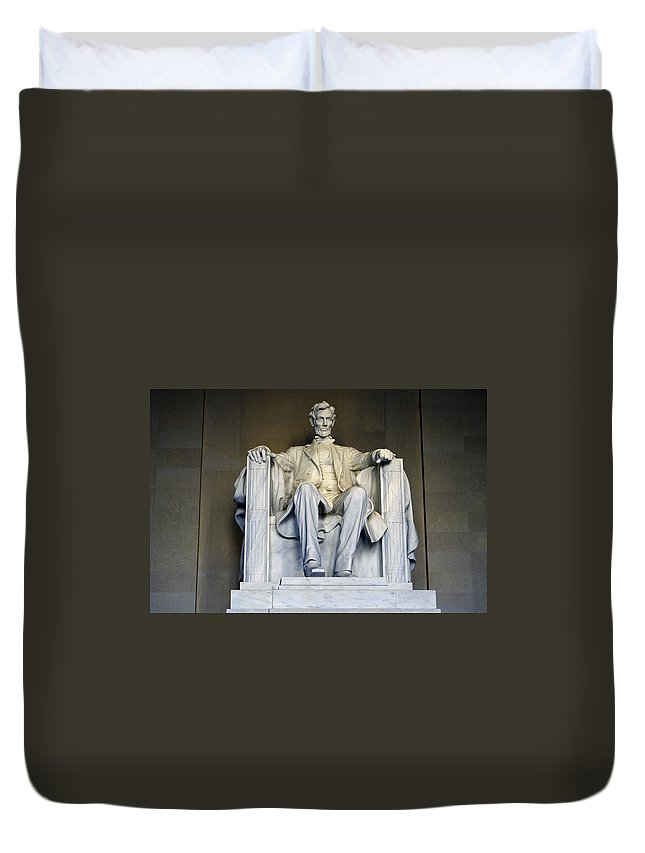 Abraham Lincoln Duvet Cover featuring the photograph Lincoln by Pablo Rosales