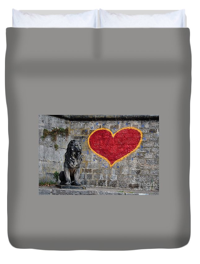 Statue Duvet Cover featuring the photograph Lionheart by Thomas Marchessault