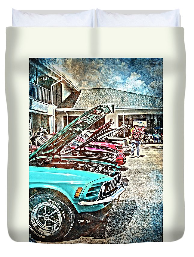Vintage Duvet Cover featuring the photograph Living Through The Past by Judy Hall-Folde