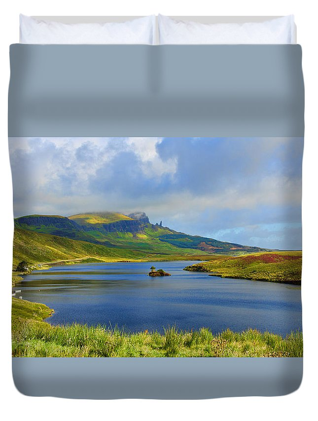 Old Man Of Storr Duvet Cover featuring the photograph Loch Fada To The Storr by Chris Thaxter