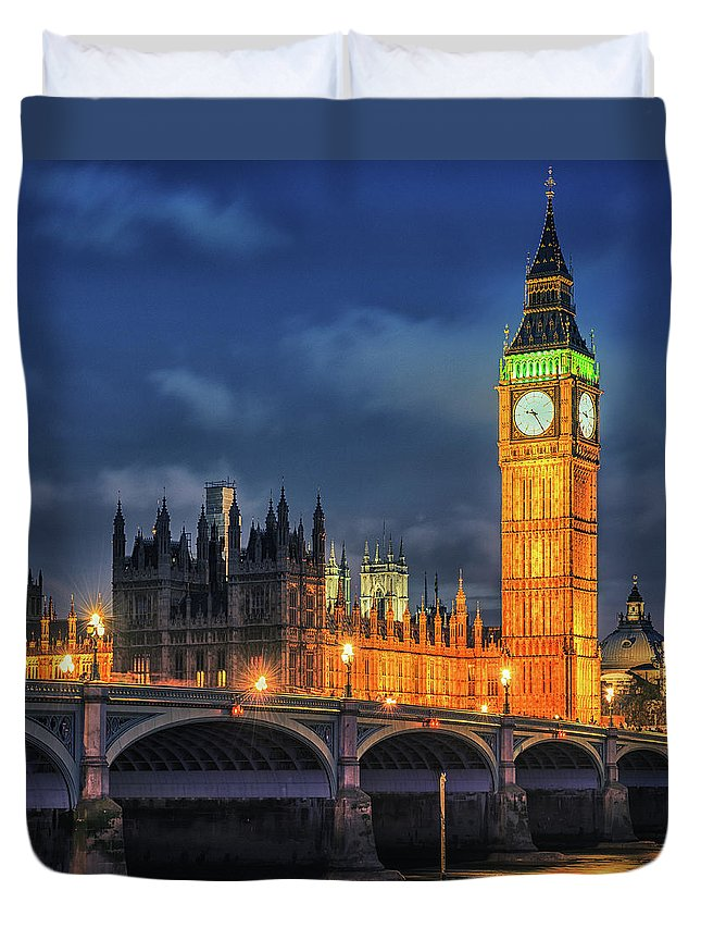 Clock Tower Duvet Cover featuring the photograph London - City Of Westminster And River by Franckreporter