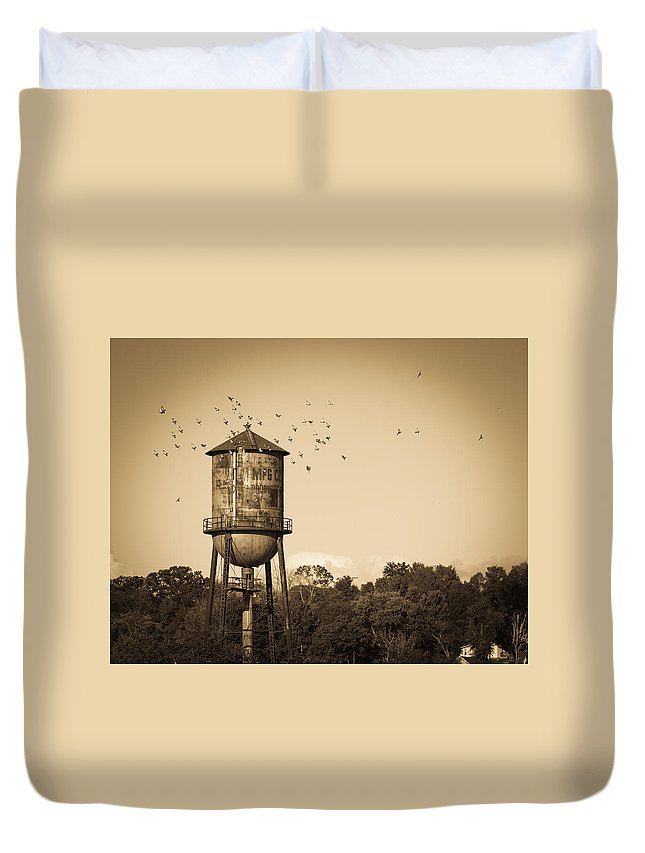Loudon Duvet Cover featuring the photograph Loudon Water Tower by Melinda Fawver