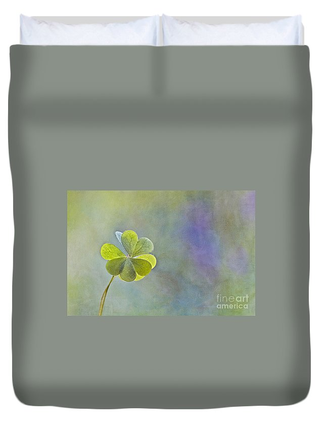 Oxalis Duvet Cover featuring the photograph Love In Love With Love by Maria Ismanah Schulze-Vorberg