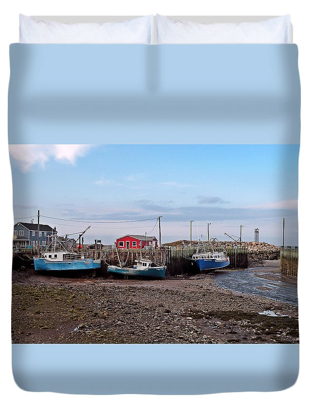 Low Tide Duvet Cover featuring the photograph Low Tide At Harbourville Nova Scotia by Brian Chase