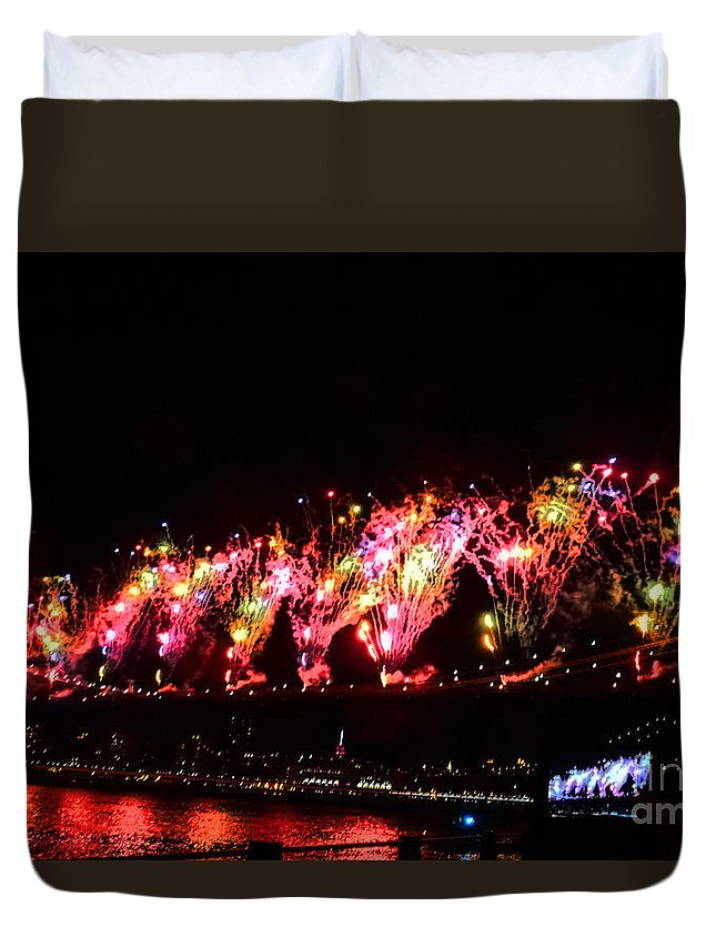 Fireworks Duvet Cover featuring the photograph Macy's 2014 Fireworks In New York City by Kendall Eutemey