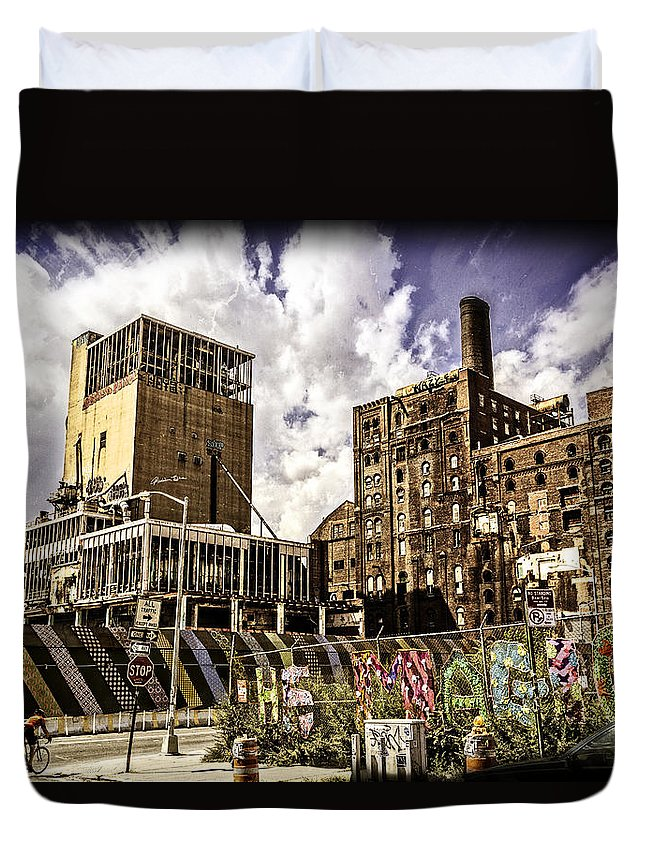 Street Scene Duvet Cover featuring the photograph Magic In Williamsburg - Brooklyn - New York by Madeline Ellis