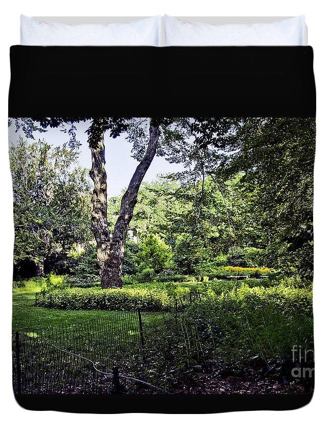 Carl Schurz Duvet Cover featuring the photograph Manhattan Peace by Madeline Ellis