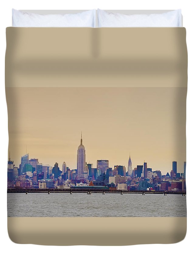 Duvet Cover featuring the photograph Manhattan Skyline by Bill Cannon