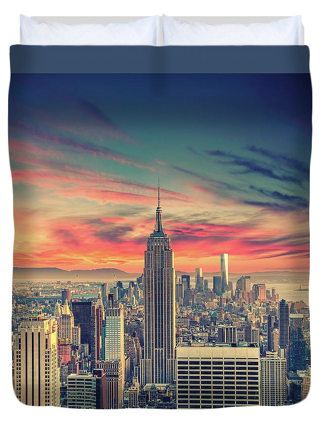 Panoramic Duvet Cover featuring the photograph Manhattan by Zsolt Hlinka