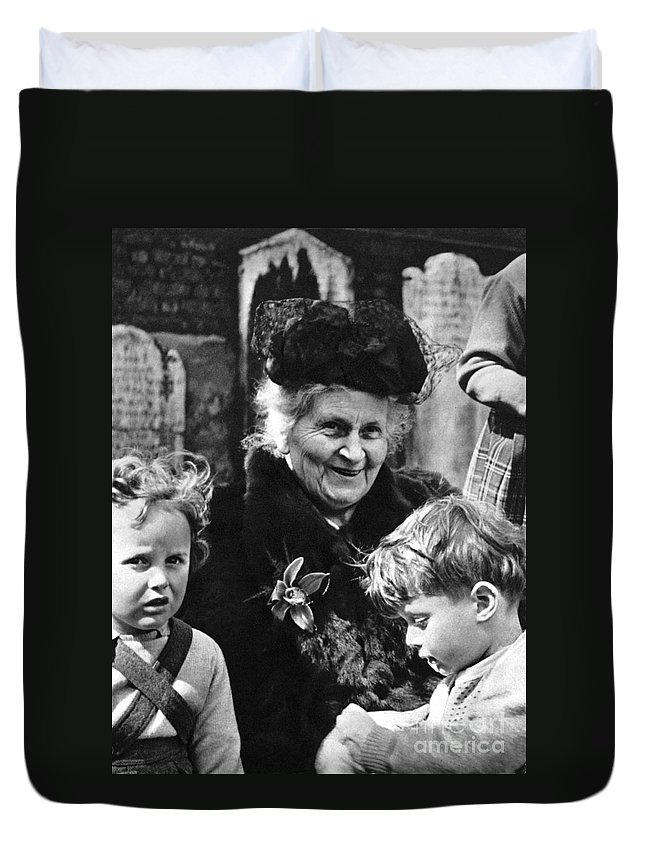 19th Century Duvet Cover featuring the photograph Maria Montessori by Granger