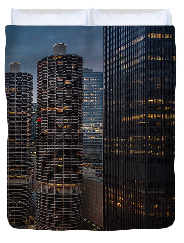 Sunset Duvet Cover featuring the photograph Marina City And A M A Plaza Chicago by Steve Gadomski