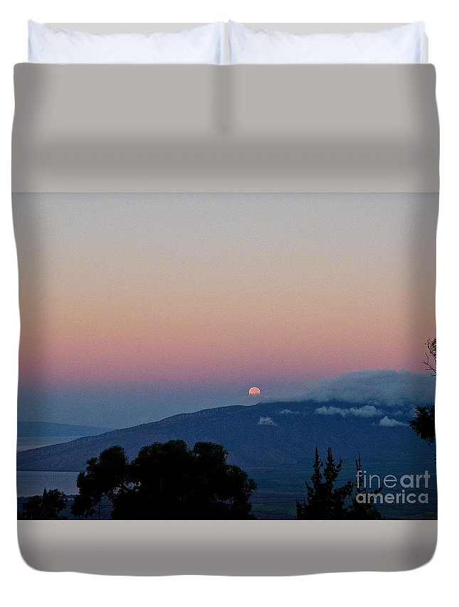 Maui Duvet Cover featuring the photograph Maui Moon Setting by Cheryl Cutler
