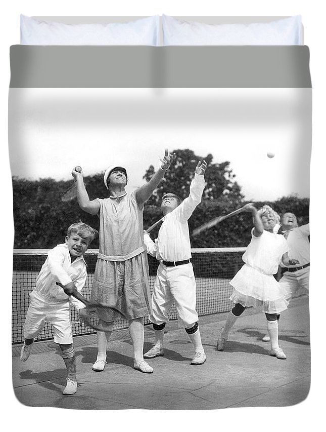1910s Duvet Cover featuring the photograph May Bundy And Her Proteges by Underwood Archives