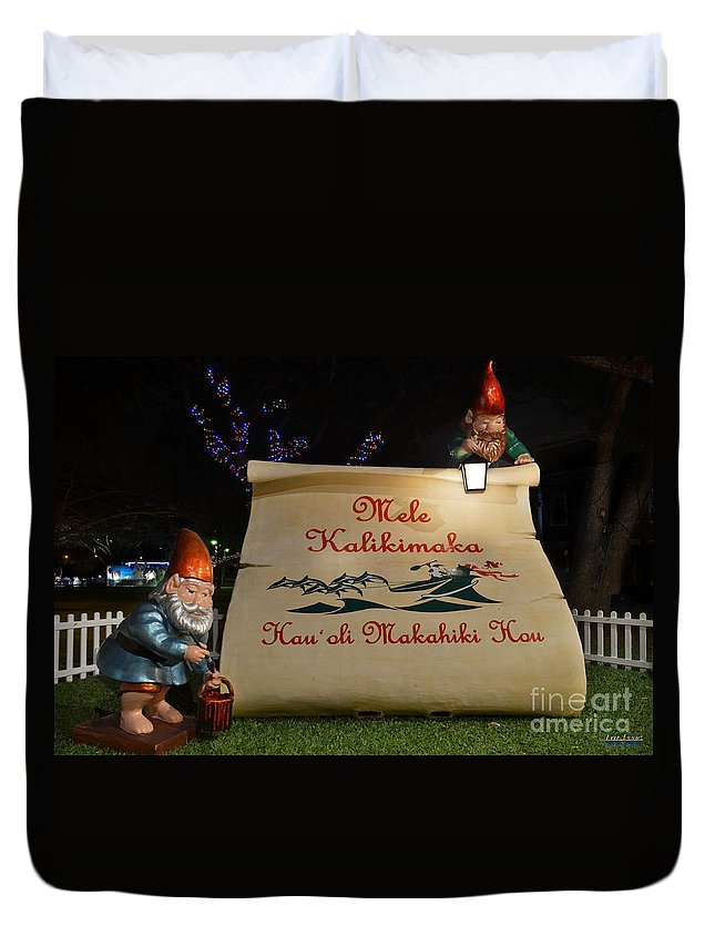 Mele Kalikimaka Merry Christmas Duvet Cover featuring the photograph Mele Kalikimaka Sign And Elves by Aloha Art