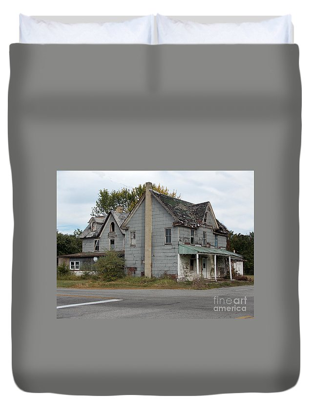 Scenic Tours Duvet Cover featuring the photograph Melitota Gen Store by Skip Willits