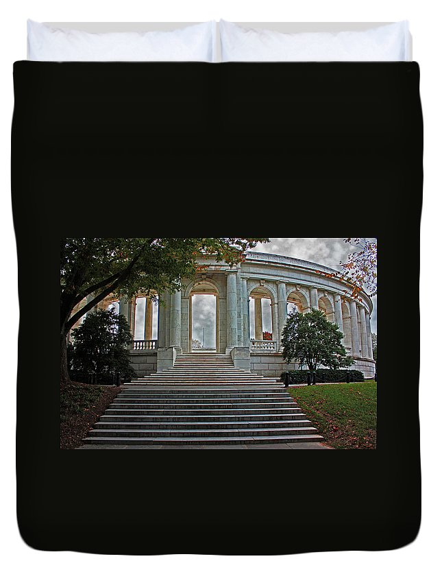 Arlington National Cemetery Duvet Cover featuring the photograph Memorial Ampitheater by Suzanne Stout