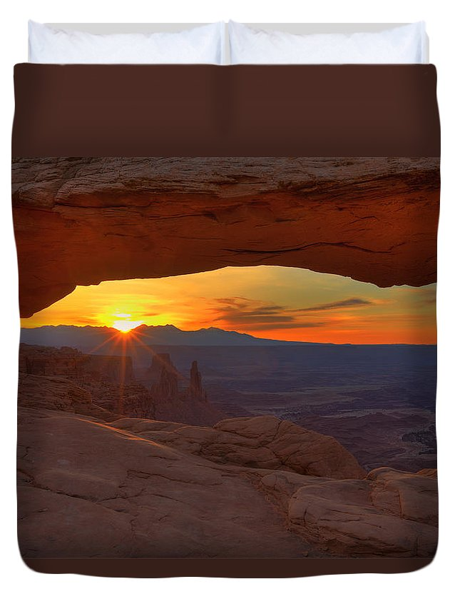 Spring Duvet Cover featuring the photograph Mesa Arch Sunrise by Alan Vance Ley
