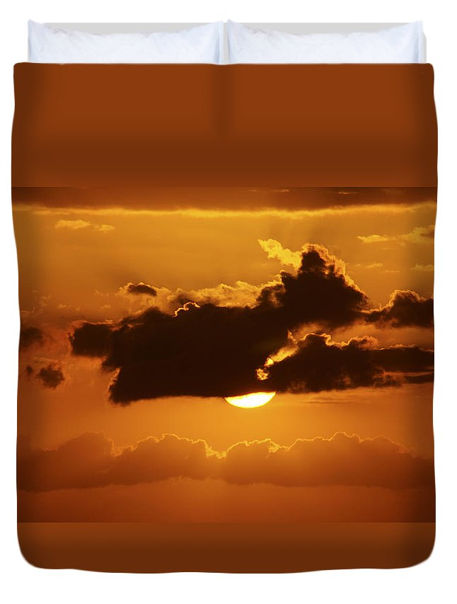 Sunset Duvet Cover featuring the photograph Mighty by Tayne Hunsaker
