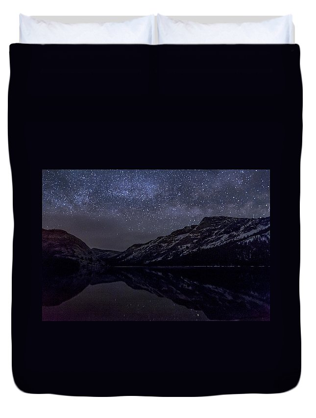 Lake Duvet Cover featuring the photograph Millky Way Over Tenaya Lake by Cat Connor