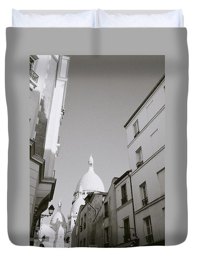 Paris Duvet Cover featuring the photograph Montmartre by Shaun Higson