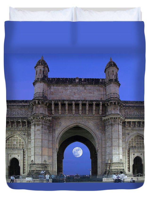 Arch Duvet Cover featuring the photograph Monument Entrance by Grant Faint