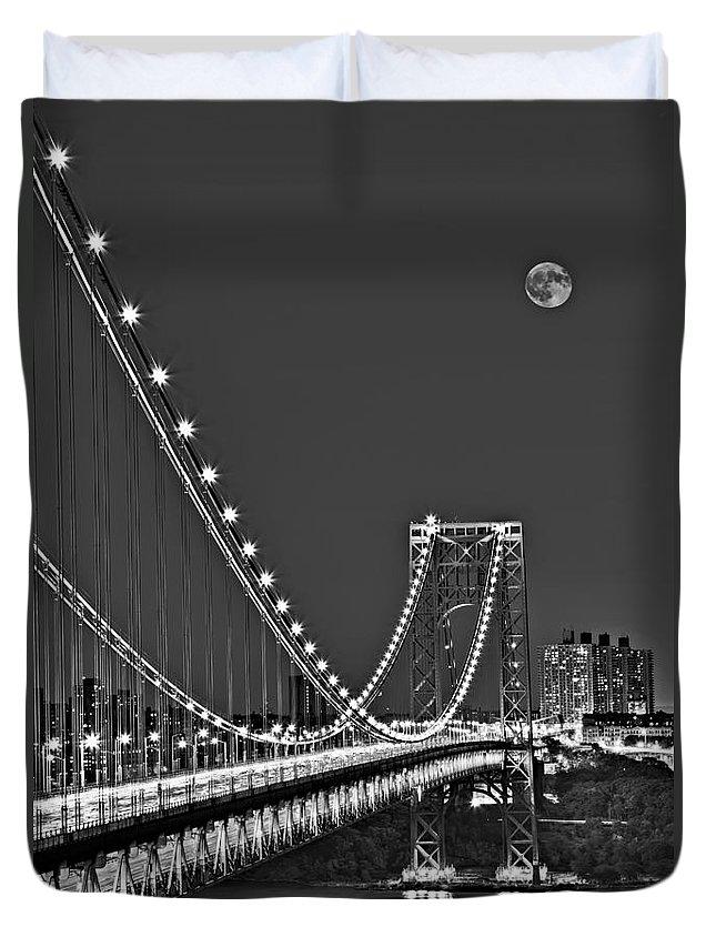 George Washington Bridge Duvet Cover featuring the photograph Moon Rise Over The George Washington Bridge Bw by Susan Candelario