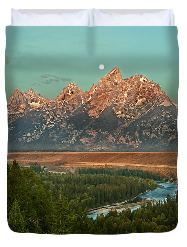 Grand Teton Duvet Cover featuring the photograph Moon Setting by Robert Bales