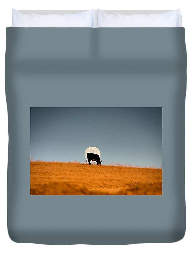 Agriculture Duvet Cover featuring the photograph Moonrise by Kyle Simpson