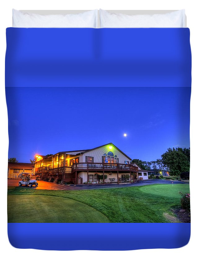 Landscape Duvet Cover featuring the photograph Moonrise On Golfcourse In Salem Ohio by David Dufresne