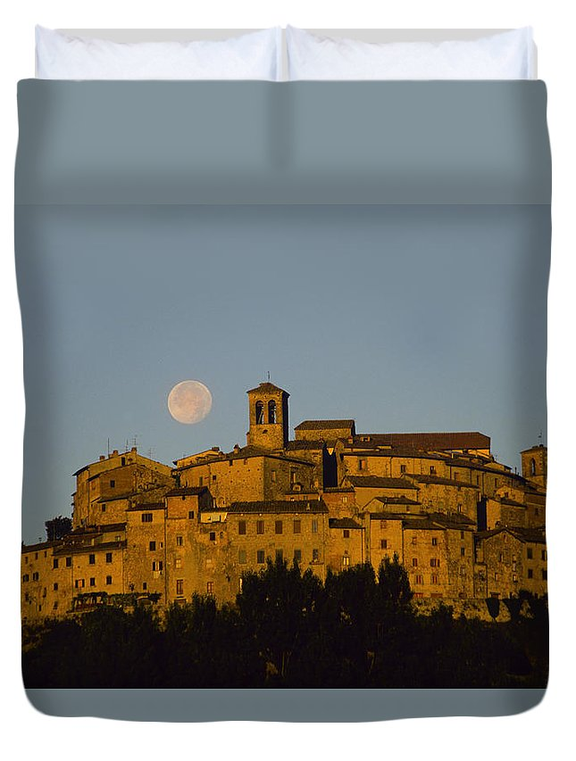 Italy Duvet Cover featuring the photograph Moonrise Over Anghiarri by Susan Rovira