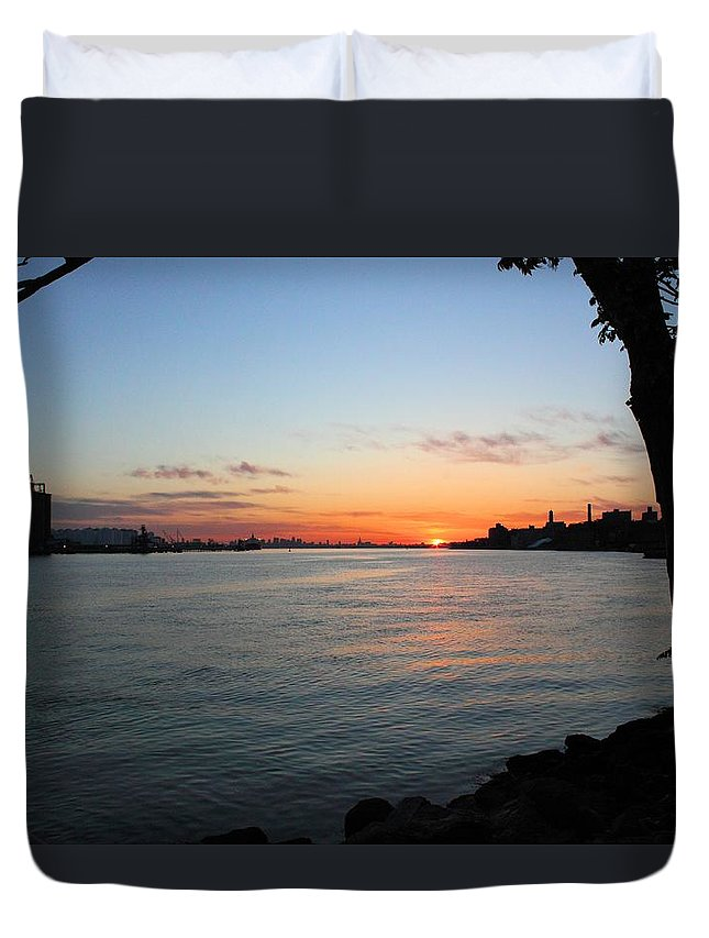 Sunrise Duvet Cover featuring the photograph Morning On The Kill Van Kull by Robert McCulloch
