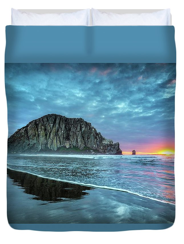 Tranquility Duvet Cover featuring the photograph Morro Sunset by Tom Grubbe