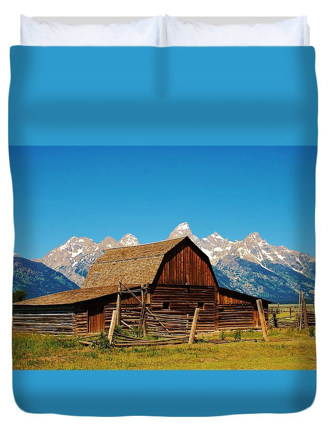 Rand Duvet Cover featuring the photograph Moulton Barn by Dany Lison