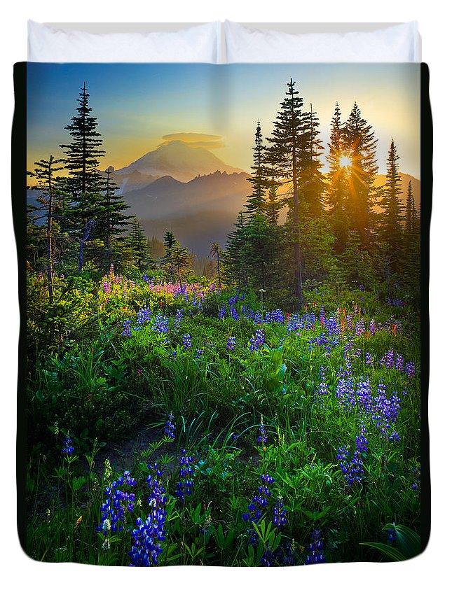 America Duvet Cover featuring the photograph Mount Rainier Sunburst by Inge Johnsson