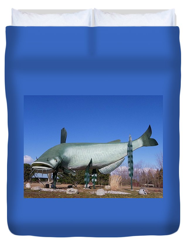 Statue Duvet Cover featuring the photograph Muddy by Peggy King