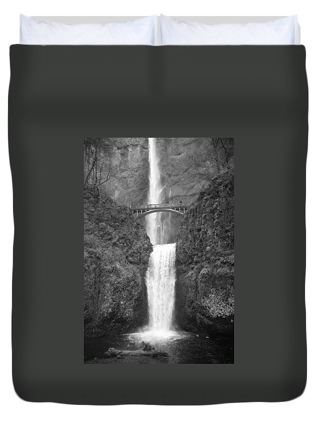 Multnomah Falls Duvet Cover featuring the photograph Multnomah Double Falls - Bw by Ian Mcadie