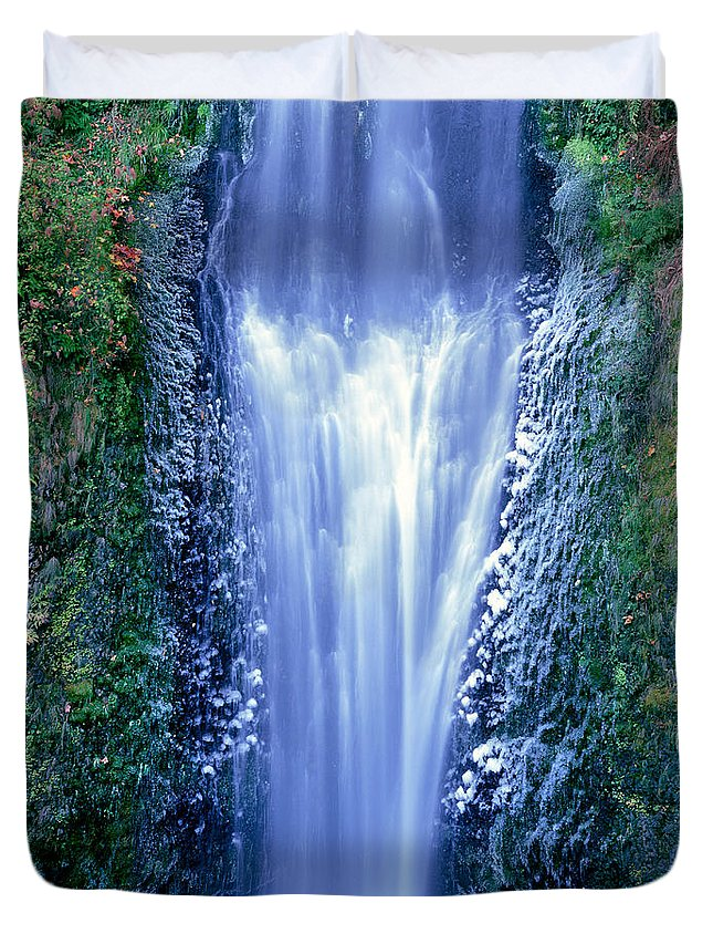 North America Duvet Cover featuring the photograph Multnomah Falls Columbia River Gorge Oregon by Dave Welling