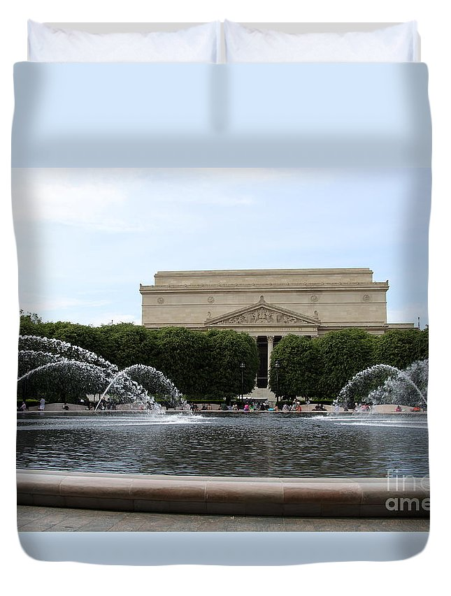 National Gallery Sculpture Garden Washington Duvet Cover featuring the photograph National Gallery Sculpture Garden Fountain - Washington Dc by Christiane Schulze Art And Photography