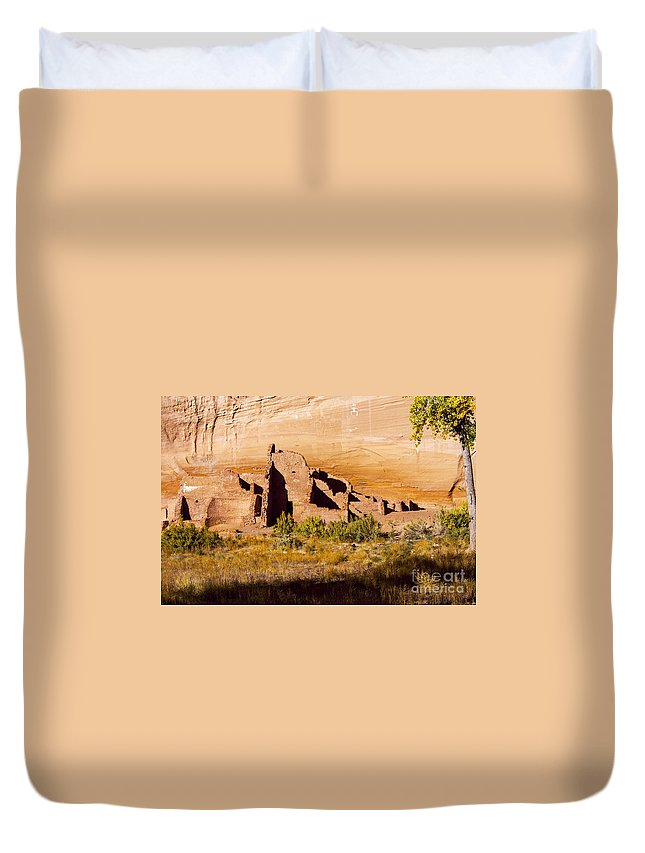 White House Ruins Trail Canyon De Chelly National Monument Arizona Trails Canyons Park Parks Cliff Cliffs Tree Trees Houses Indian Dwelling Dwellings Ruin Ruins Monument Monuments Landscape Landscapes Landmark Landmarks Duvet Cover featuring the photograph Navajo Ruins by Bob Phillips