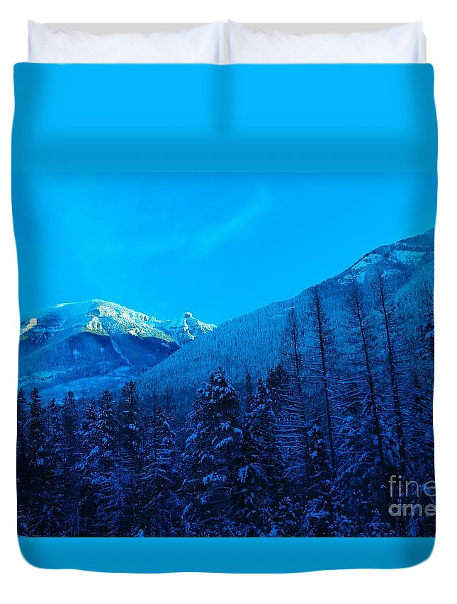 Mountains Duvet Cover featuring the photograph Near Fernie British Columbia by Jeff Swan